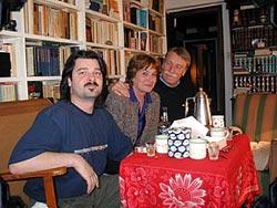 La familia Urbeltz, de gira estos días por EEUU. De derecha a izquierda Juan Antonio Urbeltz, su esposa Marian Arregi y su hijo Mikel Urbeltz