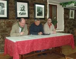 César Arrondo (centro) durante la presentación realizada en Hondarribia hace apenas unos días