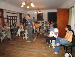 Kinku Zinkunegi (HABE) impartiendo una clase del Barnetegi de La Plata, Argentina