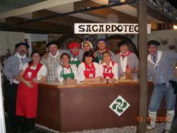 Un aspecto del stand-'sagardotegi' (sidrería) organizado por el Unión Vasca en la Feria bahiense
