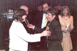 Adelma Arguissain senadorea domina ematen Francisca Vicente-ri, alboan Gral. Rodriguez-eko Coronel alkatea, eta Graciela Giannettacio Buenos Aireseko gobernadoreordea