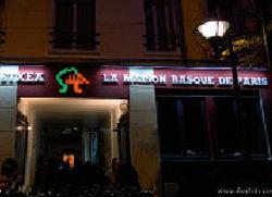 Iluminación exterior en la sede de la Eskual Etxea de París