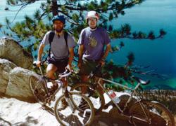 Gaizka Larrañaga (eskubian) Renoko lagun batekin Tahoe lakura egin zuen txangoan (argazkia C.Urza)