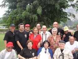 Algunos de los Lizarzaburus reunidos por este encuentro 2008 (fotos JL Lizarzaburu)