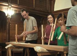 En la imagen, alumnos tocando la txalaparta en una sesión anterior en la euskal etxea