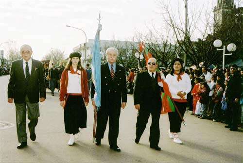 Directors of Euskalduna parading in Carlos Casares