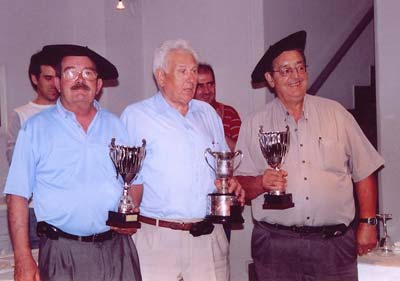 Mus (Basque card game) champions of the Valencia Euskal Etxea (archive)