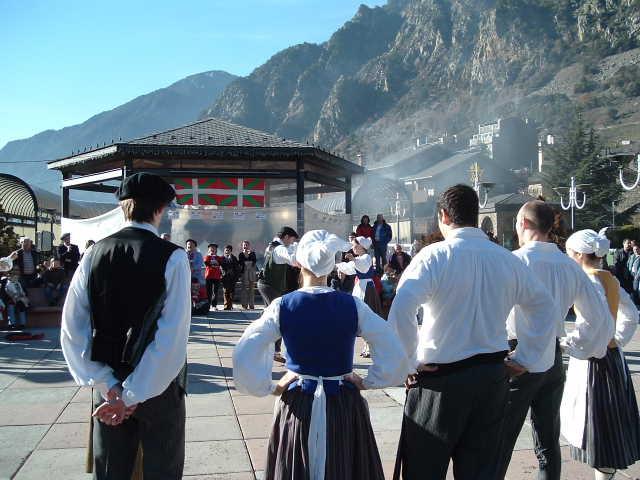 Euskal dantza ekitaldia Andorrako Euskal Etxeak antolaturik