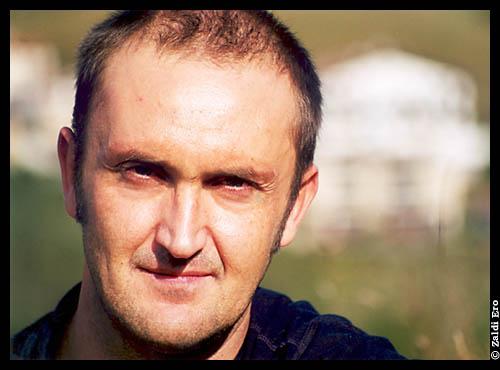 El escritor Juanjo Olasagarre. (Foto: Zaldi Ero)