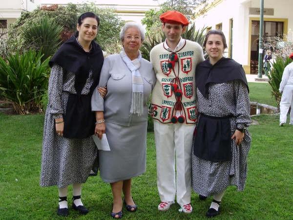 Vanesa Felix, Izaskun Ordoqui, Aitor Alava y Belén Girasole en la celebración de la Fiesta Vasca 2008 de Euskal Echea
