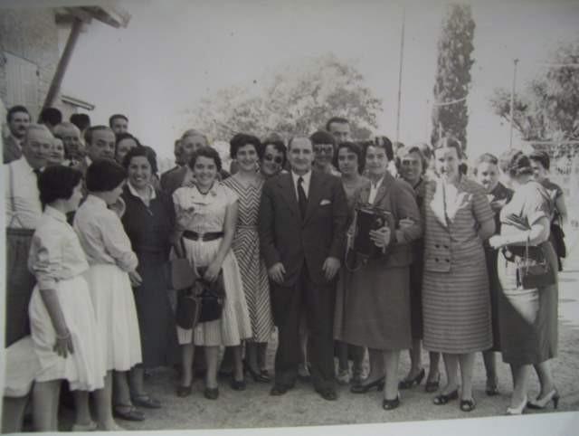 El lehendakari Agirre, en el centro, posando con miembros de la comunidad vasca de Chascomús (foto ChascomusEE)