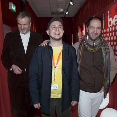 Roberto Caston zuzendaria Panorama ataleko zuzendariarekin (ezkerrean) eta Josean Bengoetxea aktorearekin (eskubian) Berlinen