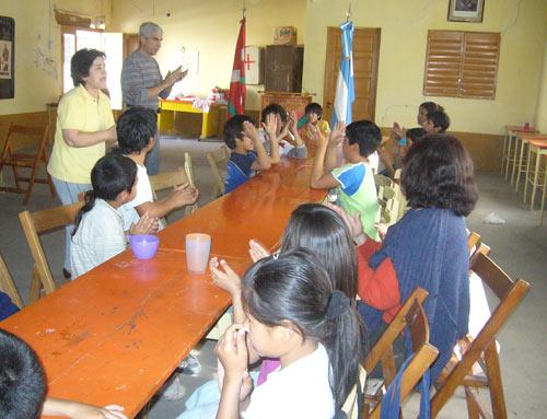 Momento de juegos y cantos durante la chocolateada del pasado fin de semana organizada por el Centro Vasco Kotoiaren Lurra del Chaco