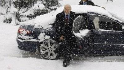 Moratinos Espainiako Atzerri ministroa Lehendakariaren egoitza den Ajuria-Eneara iristen (argazkia JesusAndrade/ElCorreo)