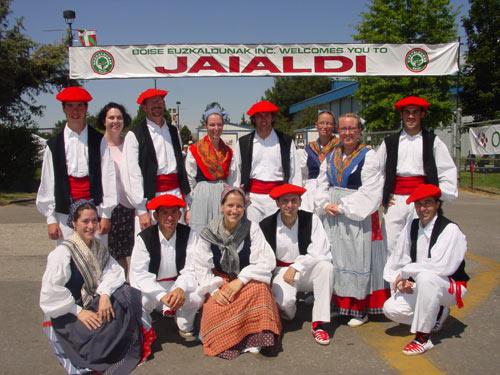 Renoko 'Zenbat Gara' Euskal Dantzari Taldea festa-eremuaren sarrera Boiseko jaialdiren azkeneko edizioan (argazkia EuskalKultura.com)