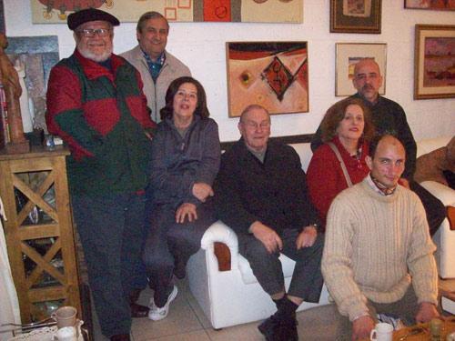 Integrantes de la nueva Comisión Directiva del Centro Vasco 'Kotoiaren Lurra' del Chaco, en la Argentina, con Fabio Echarri (atrás, el primero por la derecha) elegido nuevo presidente (foto EE)