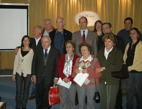 Imagen de asistentes a las jornadas de la Universidad Vasca de Verano (UVV) en Tres Lomas, con algunos de los particiantes que llegaron desde Trenque Lauquen y Pehuajó (foto Miriam Oyarzabal)