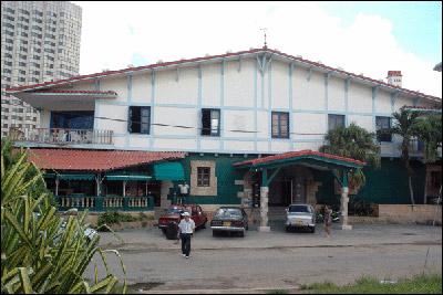 Centro Vasco jatetxeak baserri itxura du (argazkia Mikel Marotta)