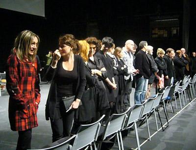50 bat aktore, dantzari eta musikari aritu dira egunotan ikuskizuna prestatzen (argazkia AgerreTeatroa)
