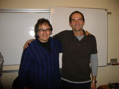 El cantante Ruper Ordorika y Karlos Cid-Abasolo, durante un acto del programa cultural 'EuskalComplu' (foto KCid-Abasolo)