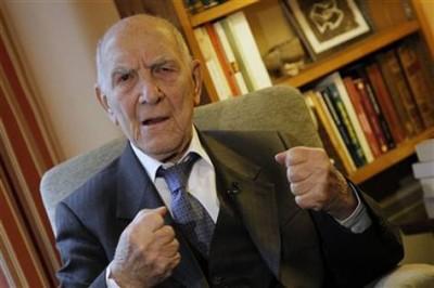 Stephane Hessel idazlea (argazkia www.papelenblanco.com)