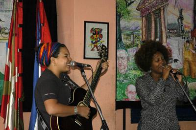 El dúo cubano Jade animó el Aberri Eguna de La Haban (fotos MikelMarotta)