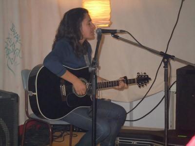 La cantante Anari actuó en Berlín con motivo de Korrika 17, invitada por la Euskal Etxea local (foto BerlinEE)