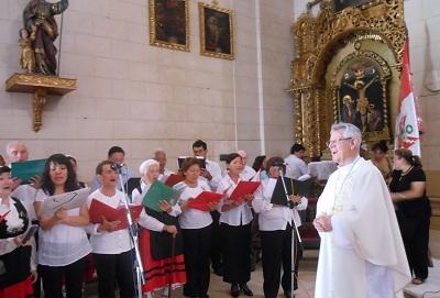 Un momento de la misa, oficiada por Monseñor Miguel Irizar (foto LimaEE)