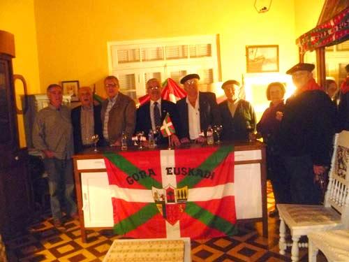 Imagen de la Comisión Directiva de la Casa Vasca Jasone de Asunción durante la Asamblea General de este mismo año 2012 (fotoEE-EuskalKultura.com)