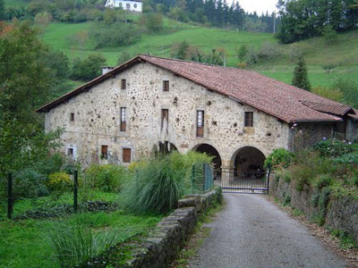 El caserío Amuskibar, en Bergara, cuya historia se remonta a mediados del siglo XV (foto Antzinako)