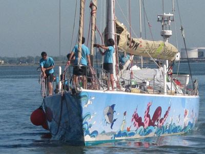 Llegada del Pakea Bizkaia al puerto de Montevideo (foto Haize Hegoa)