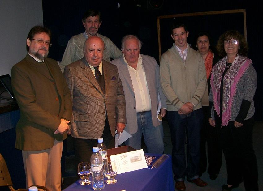 Guillermo Villate, Jorge Otaño, Carlos Irisarri, Txarito Naya, Marité Echegoyen eta Luis Luquez udaleko ordezkariarekin