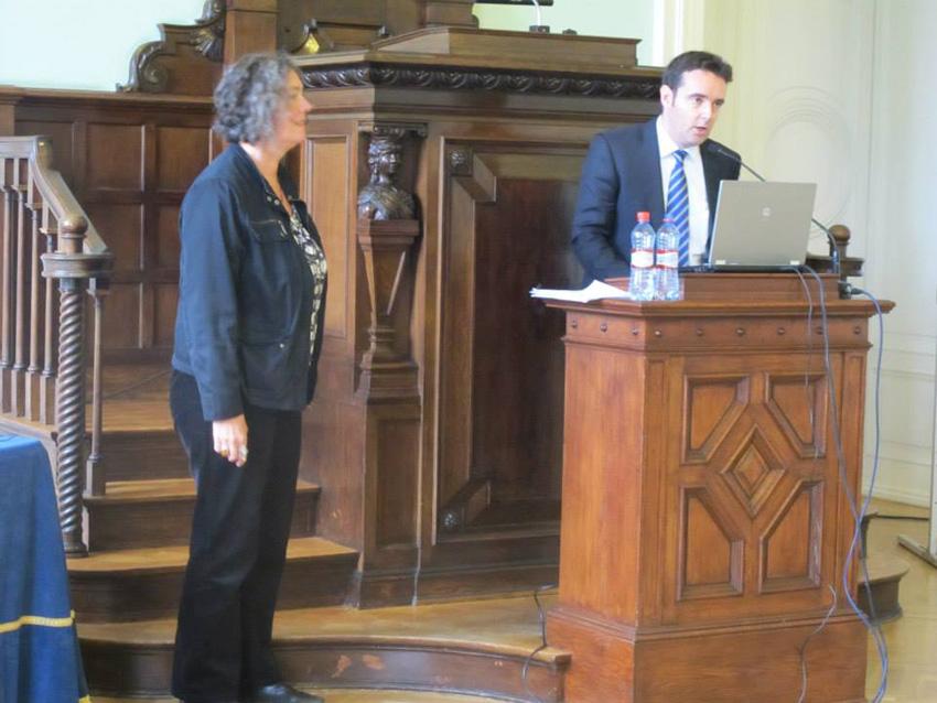 Asier Vallejo Itsaso presents the paper by Susana Sabin-Fernandez at the 2014 Conference of the AEMI in Riga, in September 2014 (photoBenanOregi)
