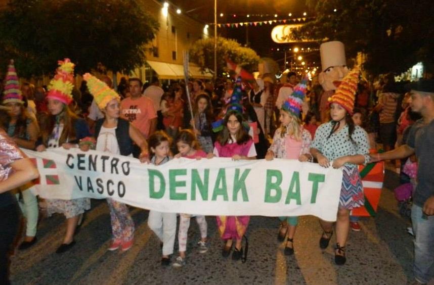 Cañuelas Basque Club members at the local Carnival Parade