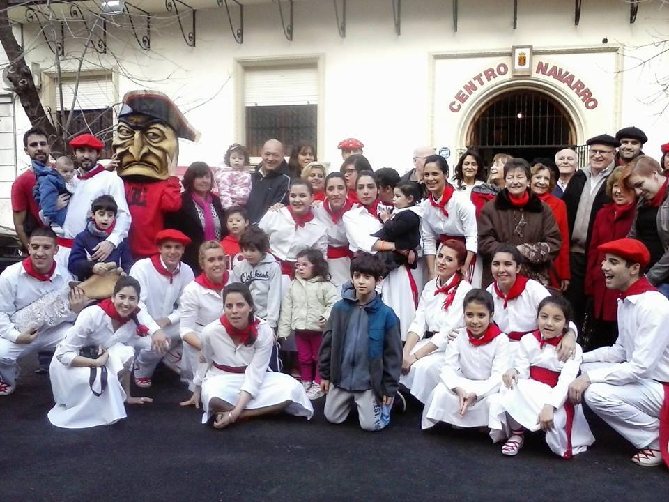 Buenos Aireseko Nafar Etxeko kide eta dantzariak