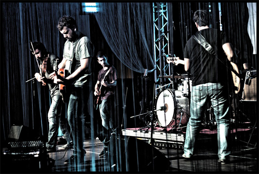 El grupo Begiz Begi, en uno de sus conciertos (foto begizbegi.com)