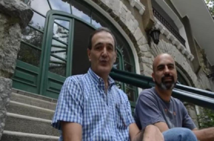Caracaseko Eusko Etxearen eskaileratan Jazoera TVko sustatzaileak (argazkia Jazoera TV)