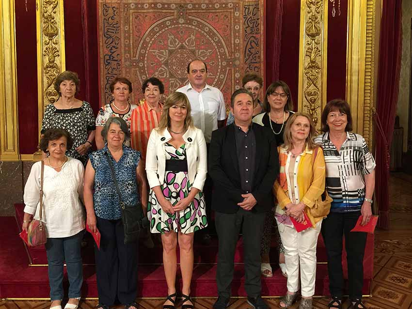Ana Ollo and the director of Communication Pello Pellejero with a delegation of the Centro Navarro in Mendoza in an archive image