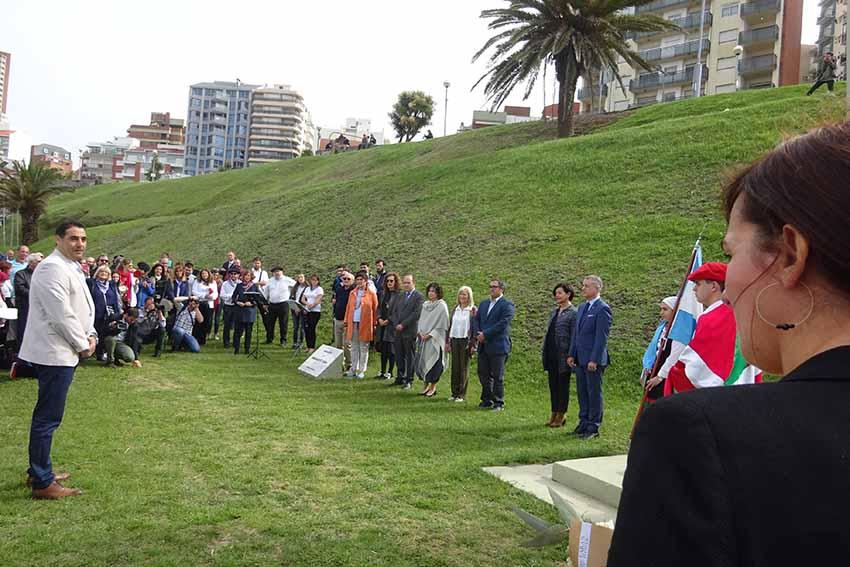 Parliamentarian Jasone Agirre along with other members of Parliament with the Lehendakari at the last Semana Vasca in Mar del Plata