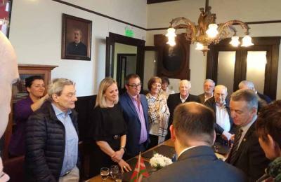 Arantxa Anitua has been the entities president since 2011. Here welcoming Lehendakari Urkullu to Laurak Bat