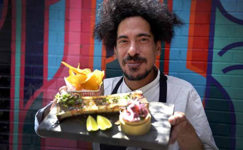 Cesar Escudero chef-ak bazkide Nacho Apececherekin batera dauka 'Dando la brasa' jatetxea Bilbon eta Getxon (arg. Maite Bartolomé-EC)