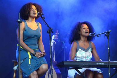 The sisters from Cuba Danieuris and Daniellis Moya Avila are the D'Capricho Duo