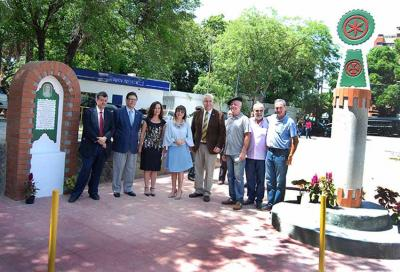 Authorities and representatives who participated in the unveiling of the plaque and stele of honor (photo Tiempo Universitario)
