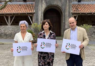 Ispasterko alkate Garbiñe Saenz de Buruaga, eta Eusko Jaurlaritzako Marian Elorza eta Gorka Alvarez Aranburu