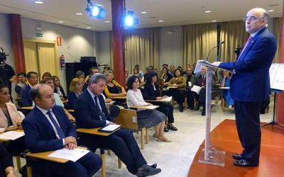 President of Euskaltzaindia, Andres Urrutia, addressing members of the Diaspora as well as other authorities yesterday