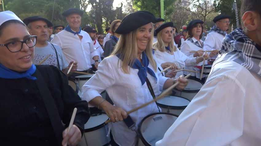 Argentinako Bahía Blancako Danborrada 2019ko Euskal Astean, Argentina osoko hainbat euskal etxe partaide (arg. EuskalKultura.eus)