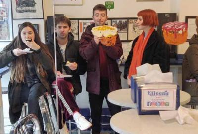 Lore, Josu, Lander eta Cris, Belako osatzen duten lau kideak, New Yorkeko gozotegi batean (arg Belako / DV)