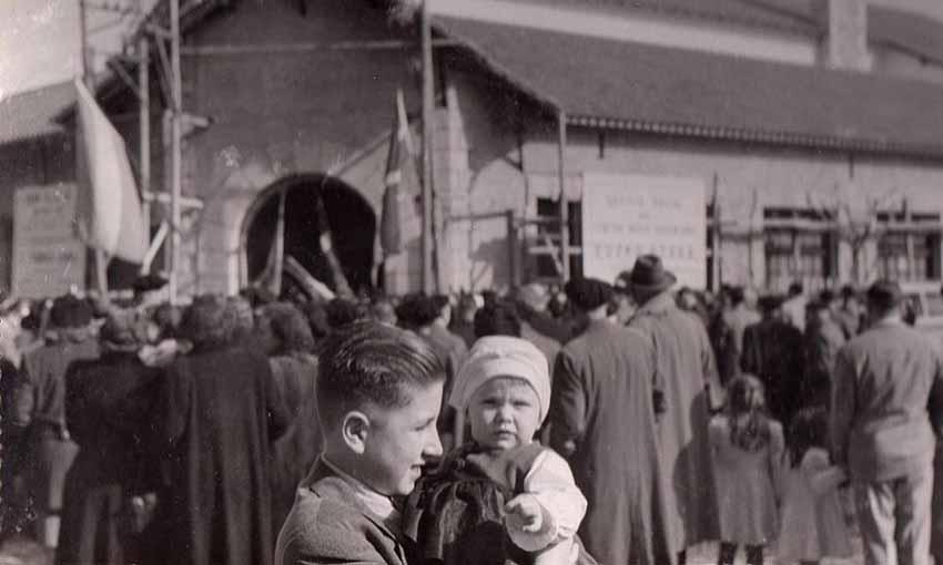 Baserria Argentinan. Necocheako euskal etxearen irudia, inaugurazio egunean, 1951n