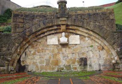 Monument to Bingen Amezaga in Algorta inaugurated in 1988