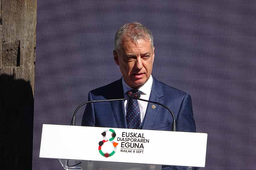 With the sun in his face, the Lehendakari reconfirmed the commitment of the Basque Government to Basques in the Diaspora